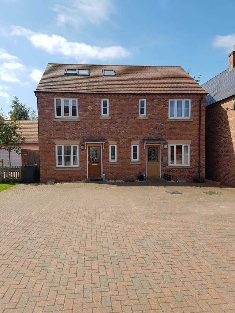 4 Bedrooms Semi Detached House for sale in Phipps Road, Woodford Halse NN11