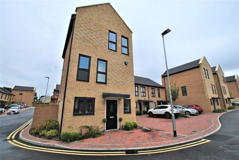 4 Bedrooms Property for sale in Iceni Square, Harlow CM18