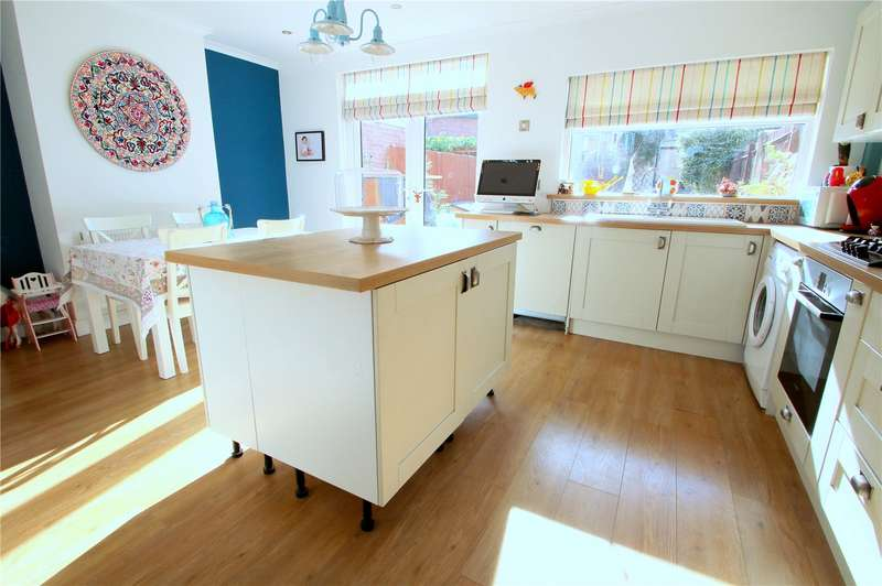 3 Bedrooms Property for sale in King Georges Road, Bishopsworth, Bristol BS13