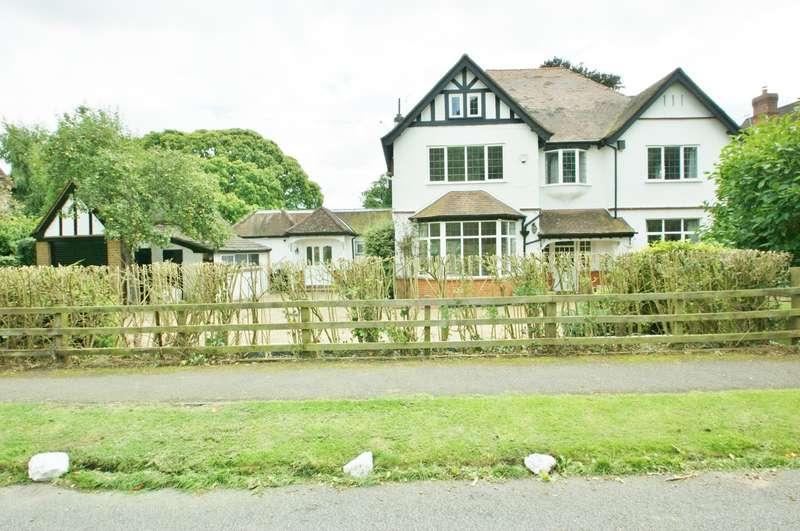 6 Bedrooms House for rent in Austenway, Chalfont St Peter, Gerrards Cross, SL9