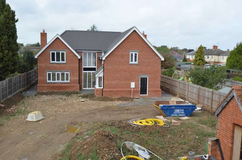 4 Bedrooms Detached House for sale in Newport Pagnell