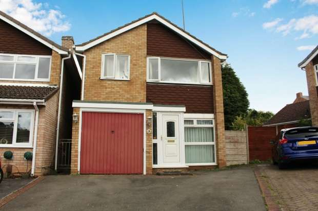 3 Bedrooms Detached House for sale in Chelston Drive, Wolverhampton, West Midlands, WV6 0LQ