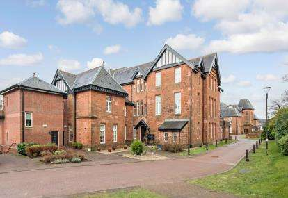 2 Bedrooms Flat for sale in Laurel Way, Bridge Of Weir
