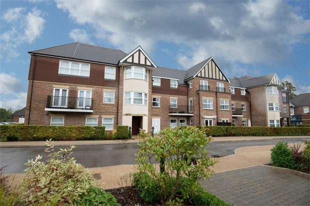 2 Bedrooms Flat for sale in 5-6 Tudor Court, Liphook, Hampshire