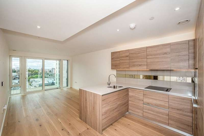 2 Bedrooms Flat for rent in Duke Of Wellington Avenue, London, SE18