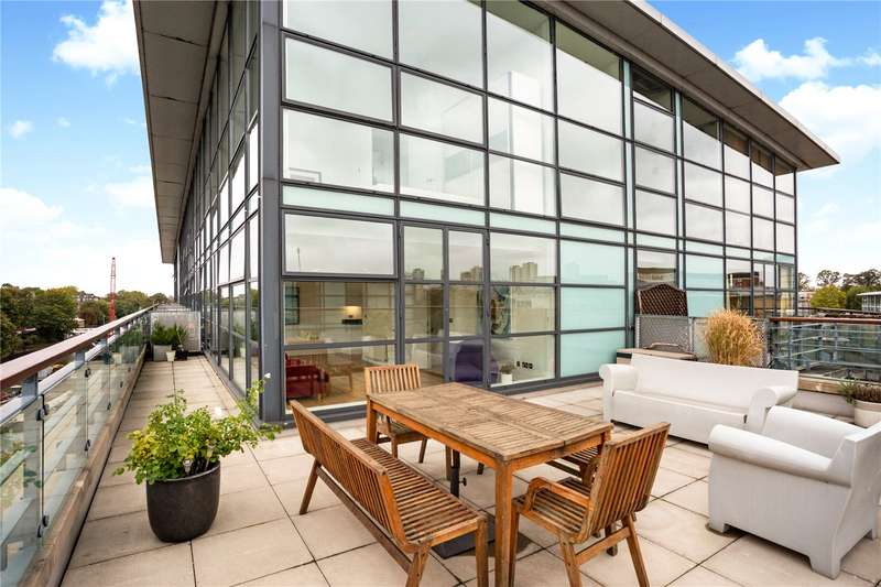 2 Bedrooms Flat for sale in Point Wharf Lane, Brentford, TW8