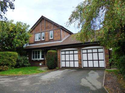 4 Bedrooms Detached House for sale in Broadwood Close, Disley, Stockport, Cheshire