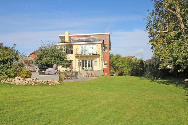 4 Bedrooms Detached House for sale in Sea Road, Milford On Sea, Lymington