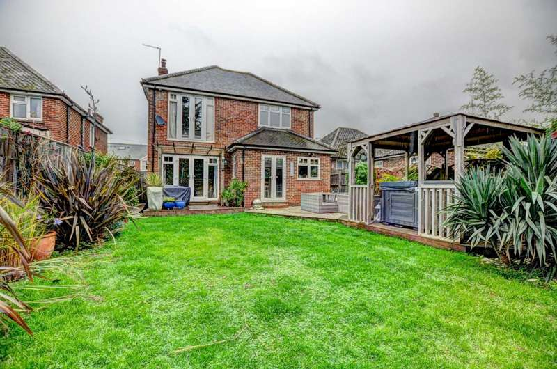 4 Bedrooms Detached House for sale in Chinnor Road, Thame