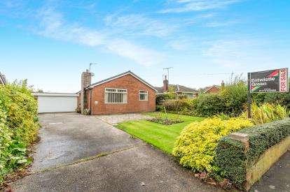3 Bedrooms Bungalow for sale in Lancaster Lane, Leyland, Lancashire, PR25