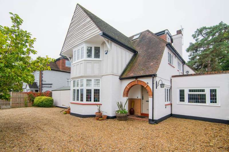 5 Bedrooms Detached House for sale in High Street, Hampton Village, TW12