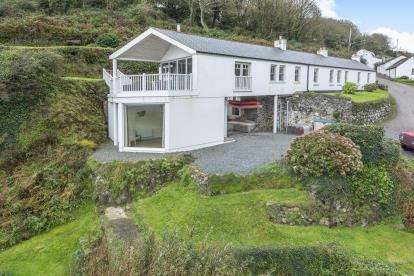 5 Bedrooms Detached House for sale in St. Keverne, Helston, Cornwall