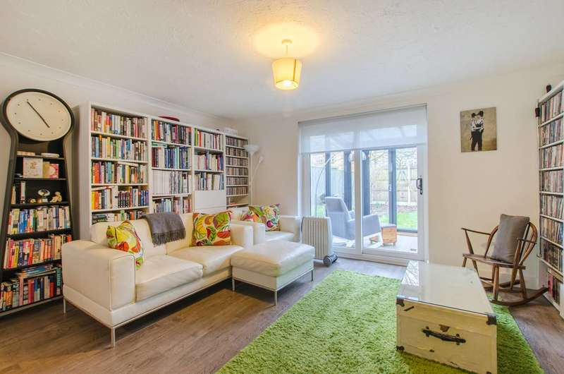 3 Bedrooms House for rent in Weaver Close, Gallions Reach, E6