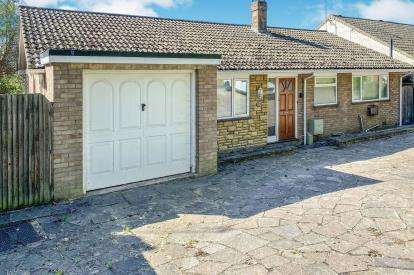 3 Bedrooms Bungalow for sale in Castle Hill Road, Totternhoe, Dunstable, Bedfordshire
