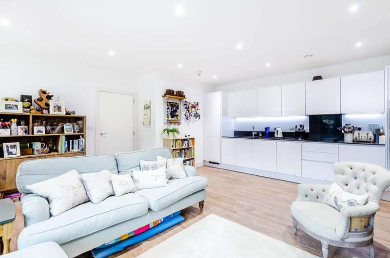 2 Bedrooms Flat for sale in Pipit Drive, Putney, SW15