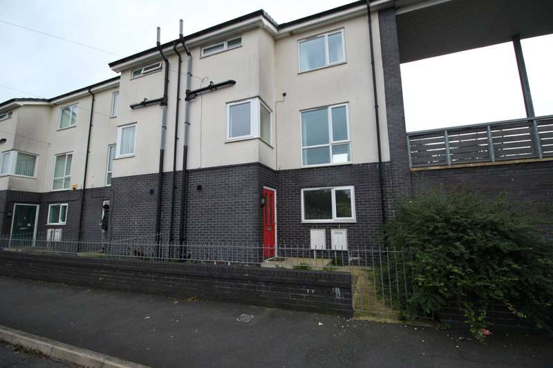 3 Bedrooms End Of Terrace House for sale in Exeter Road, Brinnington, Stockport, SK5