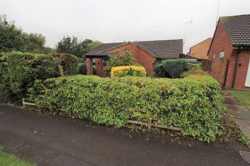 2 Bedrooms Detached Bungalow for sale in Cheshire Close, Yate, Bristol, BS37 5TQ