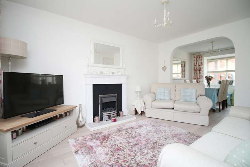 3 Bedrooms Detached House for sale in Anthony Hill Court, Pentrebach CF48