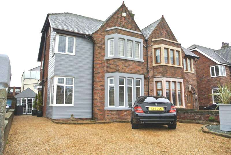 4 Bedrooms Semi Detached House for sale in Crichton Place, Blackpool, FY4 1NS