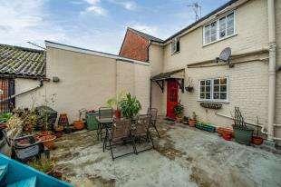 2 Bedrooms Maisonette Flat for sale in Quarry Hill Road, Tonbridge, Kent, England