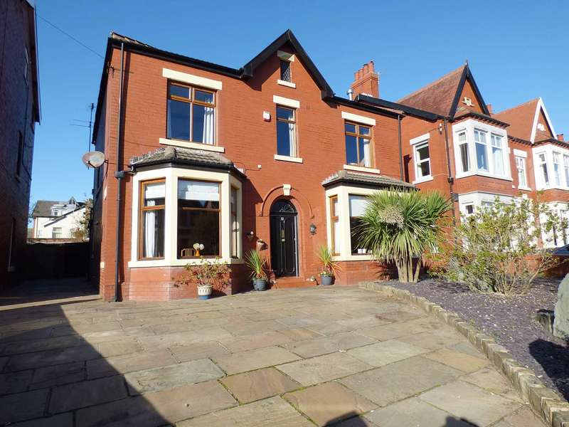 4 Bedrooms Detached House for sale in Riley Avenue, St Annes