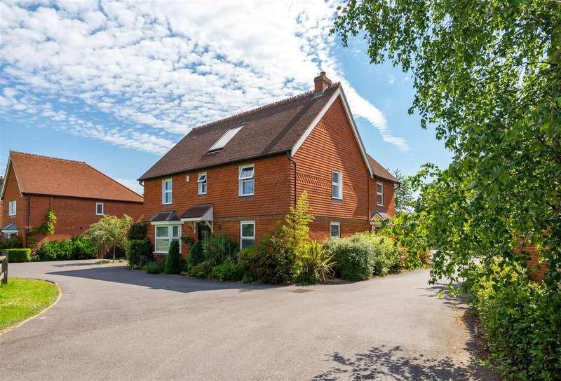 4 Bedrooms Detached House for sale in Meadow Way, Horley