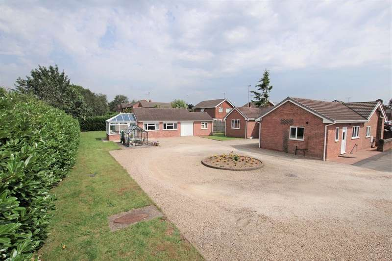 3 Bedrooms Detached Bungalow for sale in Greenacres Drive, Uttoxeter