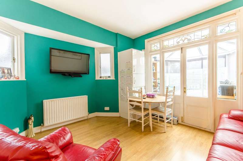 2 Bedrooms Flat for sale in High Road, North Finchley, N12