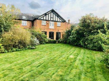 4 Bedrooms Barn Conversion Character Property for sale in The Paddocks, Long Lane, Waverton, Chester, CH3