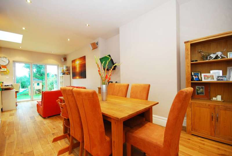 4 Bedrooms House for rent in Queens Avenue, Whetstone, N20