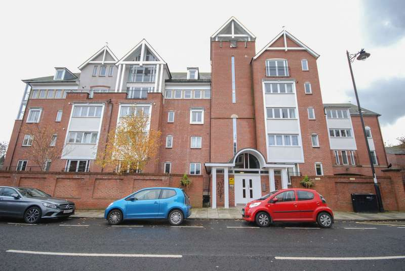 2 Bedrooms Flat for sale in Park Hall, The Cloisters