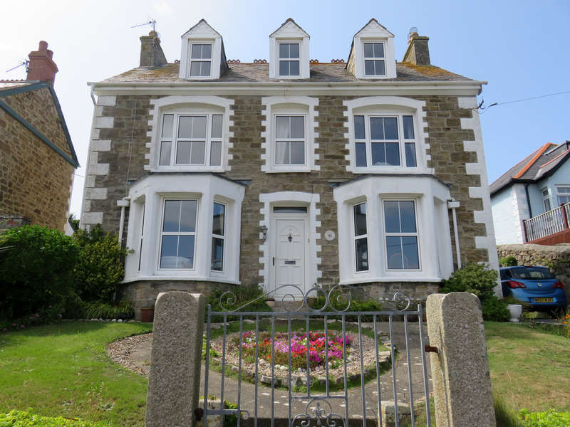 5 Bedrooms Detached House for sale in Tywarnhayle Road, Perranporth