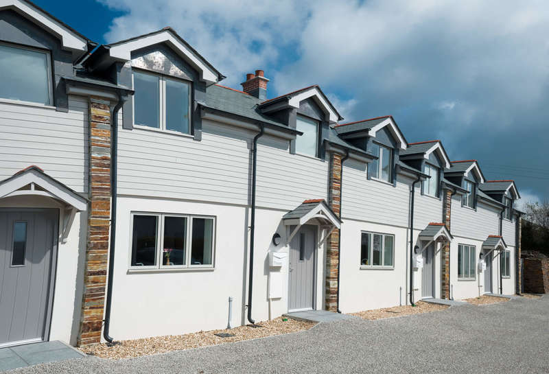 2 Bedrooms Terraced House for sale in Highly regarded Passage Hill, Mylor