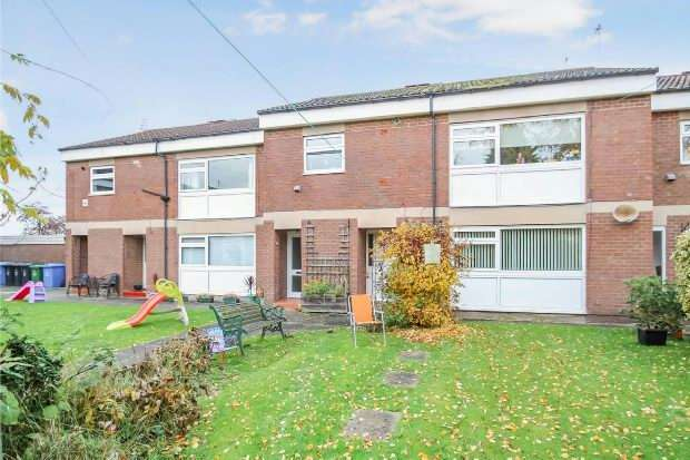 2 Bedrooms Apartment Flat for sale in The Leas, Hale