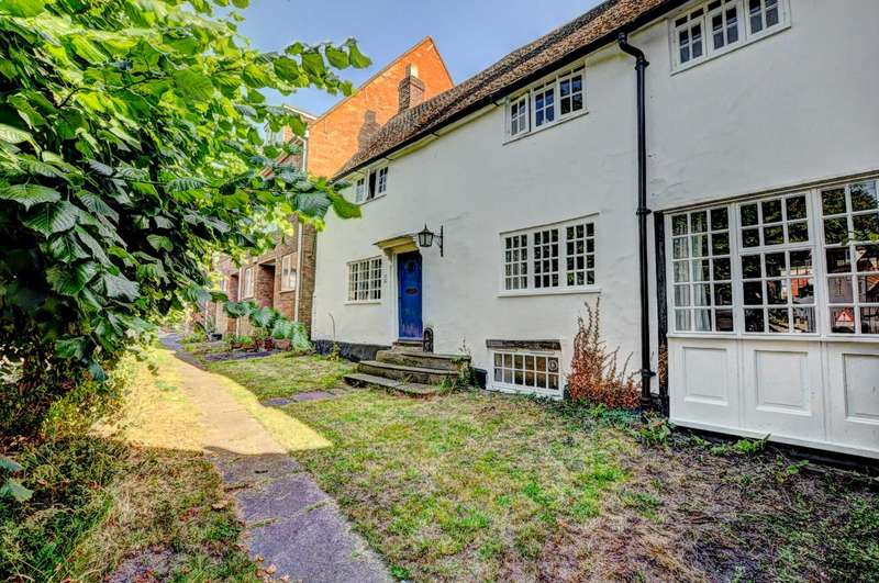 3 Bedrooms Link Detached House for sale in Castle Street, Aylesbury