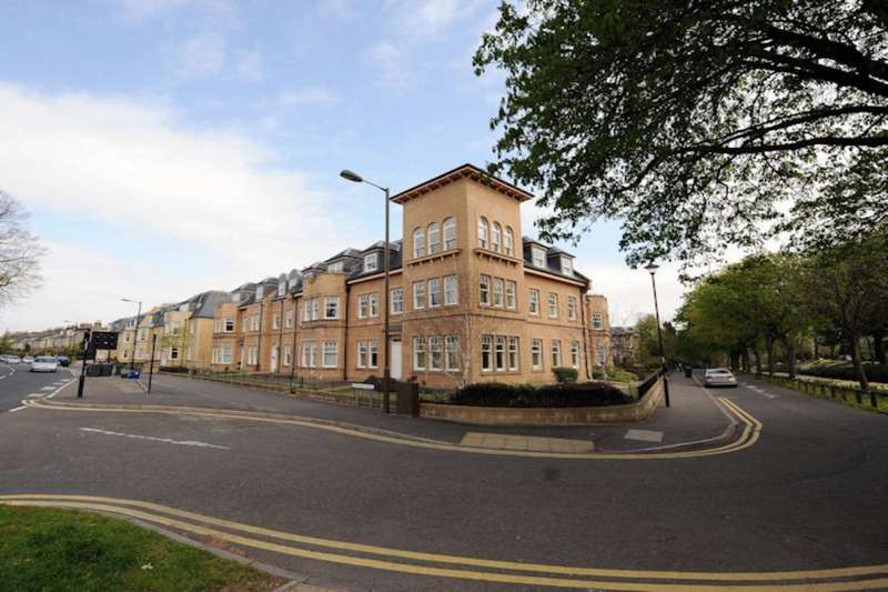3 Bedrooms Flat for rent in Victoria Place, Stirling, FK8