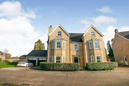 5 Bedrooms Detached House for sale in Devon Drive, Biggleswade, Bedfordshire