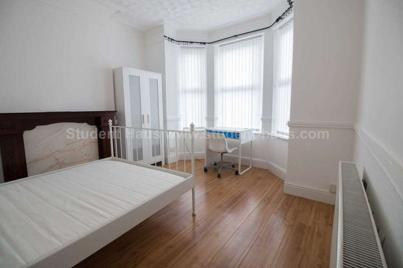 4 Bedrooms House for rent in Seedley Park Road, M6 5NT