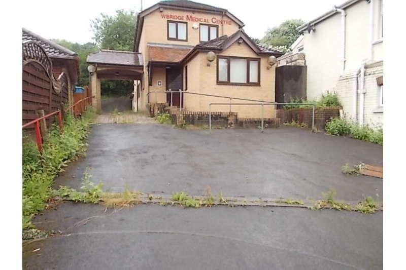 5 Bedrooms Detached House for sale in High Street, Newbridge