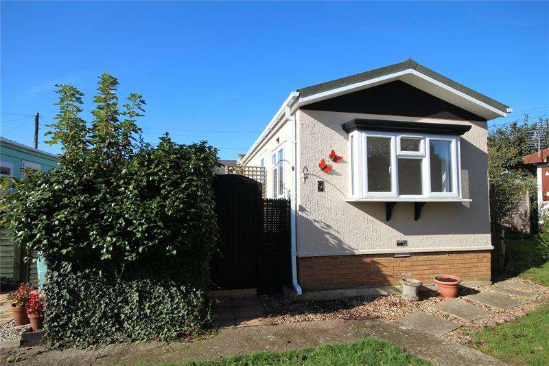 2 Bedrooms Detached House for sale in Lumby Drive Mobile Home Park, Ringwood, Hampshire, BH24