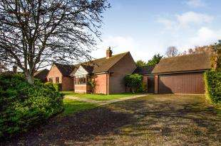 3 Bedrooms Bungalow for sale in Sadlers Way, Ringmer, Lewes, East Sussex