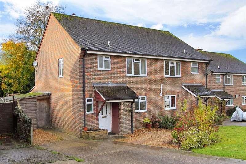 3 Bedrooms Semi Detached House for sale in Kerchers Field, Overton