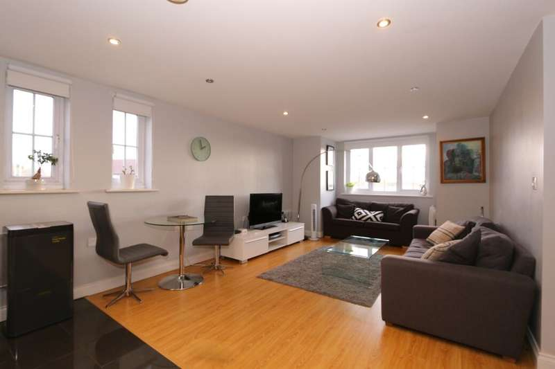 2 Bedrooms Flat for sale in Hyde Road, Manchester, M12