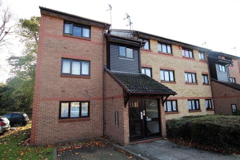 2 Bedrooms Flat for sale in Waterside Close, Dagenham, Essex, IG11 9EN