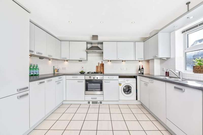 2 Bedrooms Flat for rent in Hayes Grove, East Dulwich SE22