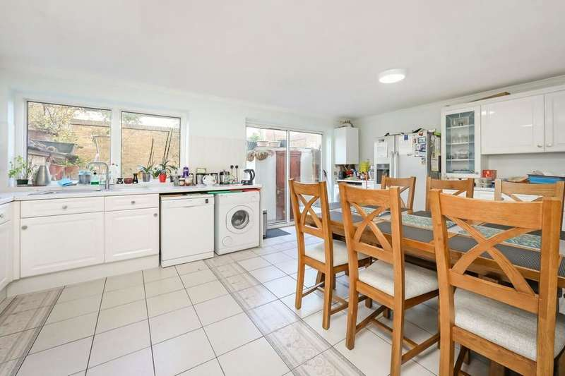3 Bedrooms Detached House for sale in Lathom Road, London E6