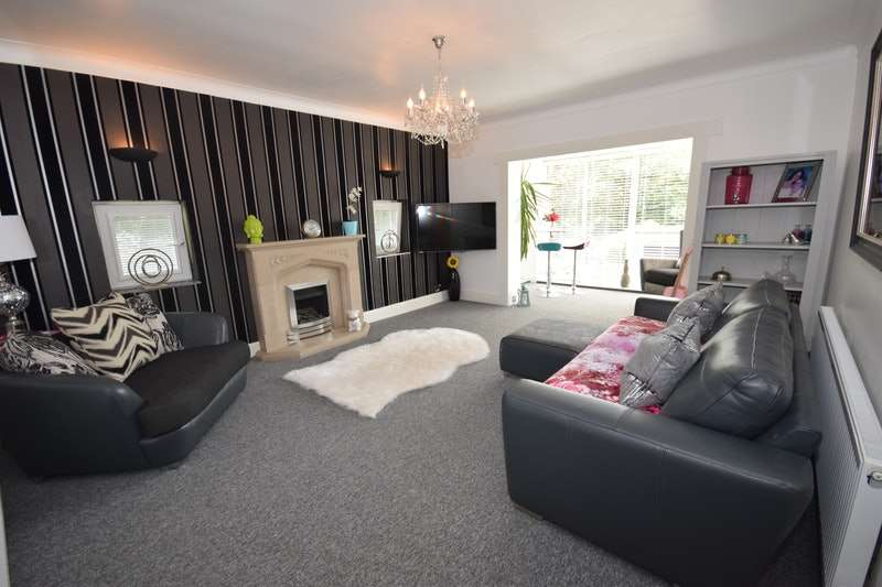 4 Bedrooms Detached House for sale in High Grove Road, Oldham, Greater Manchester, OL4