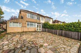 3 Bedrooms Semi Detached House for sale in Bridge Road, Chessington, Surrey