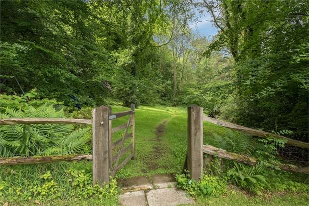 5 Bedrooms Detached House for sale in Midhurst Road, Haslemere, West Sussex