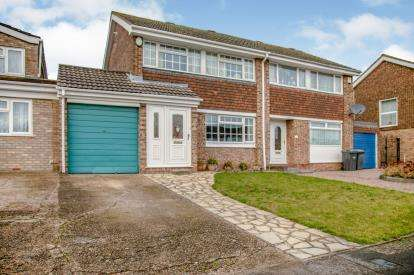 3 Bedrooms Semi Detached House for sale in Leyhill Drive, Luton, Bedfordshire, England